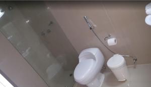 A bathroom at Hotel Avila