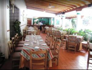 A restaurant or other place to eat at Hotel Avila
