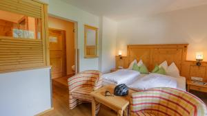 A bed or beds in a room at Hotel Kaprunerhof