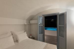 Un ou plusieurs lits dans un hébergement de l'établissement BlackStone Luxury Suites