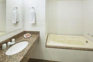 A bathroom at Swan Caxias do Sul