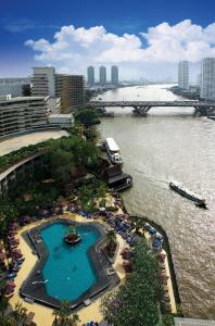 A view of the pool at Shangri-La Bangkok or nearby