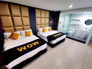 A bed or beds in a room at WOW Hotel Penang
