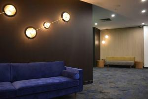 A seating area at Mercure Welcome Melbourne