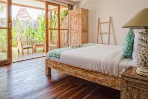 A bed or beds in a room at United Colors of Gili