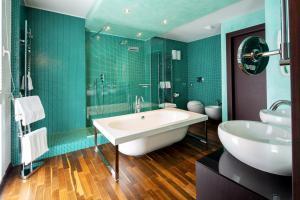 A bathroom at Best Western Hotel Biri