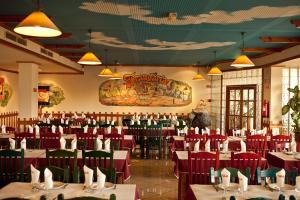 Um restaurante ou outro lugar para comer em Hospedaria Frangaria