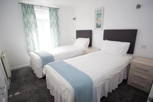 A bed or beds in a room at Atlantic Reach Resort