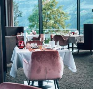 A restaurant or other place to eat at Sport- und Wellnesshotel Held 4 Sterne Superior