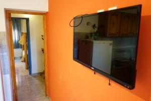 Una televisión o centro de entretenimiento en Apart Flavia