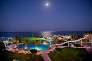 Вид на басейн у Amphoras Hotel (Ex. Shores Amphoras) або поблизу