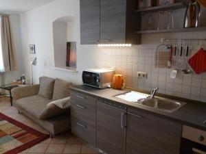 A kitchen or kitchenette at Alter Winzerhof Weisenheim am Berg e.K.