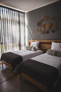 A bed or beds in a room at Hotel Enai