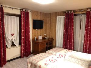 Letto o letti in una camera di Hotel Edelweiss