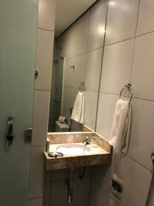 A bathroom at Angra Praia Hotel