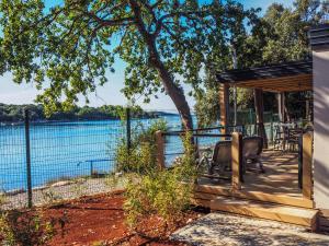 Basen w obiekcie Victoria Mobilehome in Istra Premium Camping Resort lub w pobliżu