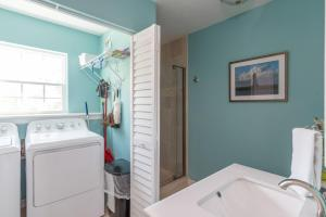 A bathroom at Marsh Mellow
