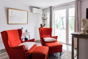 A seating area at Guesthouse Le Mas de Cotignac
