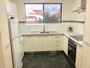 A kitchen or kitchenette at Country Apartments