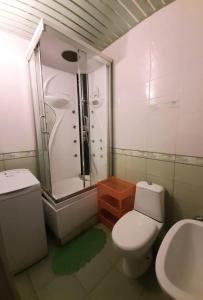 Ванная комната в Apartments at Kosygina 17