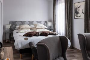 A bed or beds in a room at Guesthouse Le Mas de Cotignac