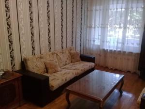 Uma área de estar em For the family . 2 bedrooms. City center.