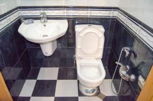 Um banheiro em Comfort City center. 2 bedrooms.