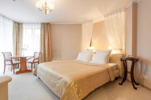 En eller flere senge i et værelse på Hotel Oktyabrskaya