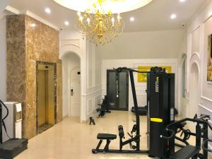 The fitness centre and/or fitness facilities at PARADISE HOTEL