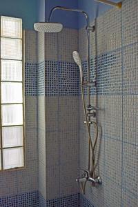 Ένα μπάνιο στο Ilios Studios