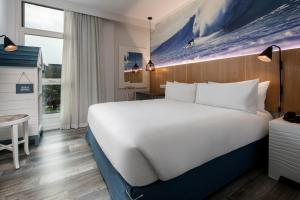 A bed or beds in a room at Protea Hotel Fire & Ice! by Marriott Durban Umhlanga Ridge