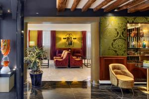 The lobby or reception area at Hotel Bisanzio