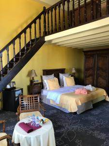 A bed or beds in a room at Château De Coudrée - Les Collectionneurs
