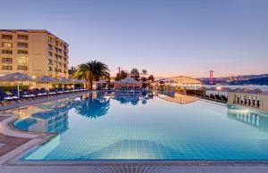 The swimming pool at or near Çırağan Palace Kempinski Istanbul