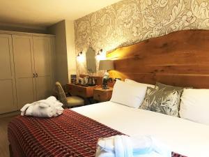 A bed or beds in a room at Royal Oak at Keswick