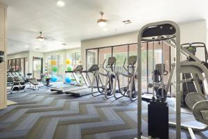 The fitness center and/or fitness facilities at Sonder – Reverchon Park