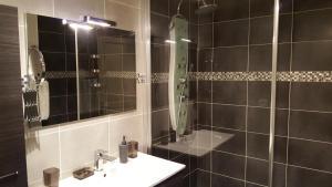 A bathroom at Apartment Vendôme