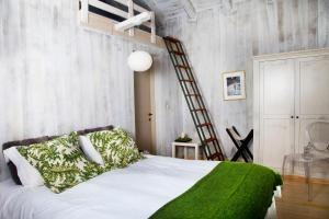 A bed or beds in a room at Mikro Papigo 1700 Hotel & Spa