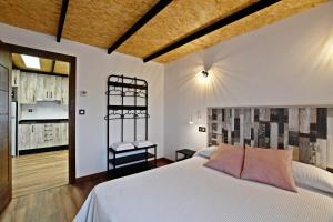 A bed or beds in a room at Casa Rural Atalaya House