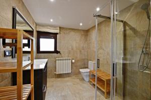 A bathroom at Casa Rural Atalaya House