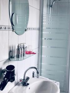 Een badkamer bij B&B KADUSHI