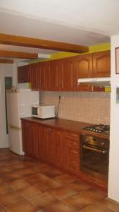 Kuchyňa alebo kuchynka v ubytovaní Privat 2 na Sihoti