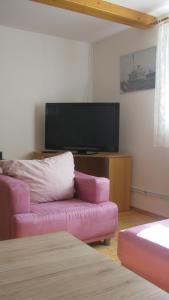 Televízia a/alebo spoločenská miestnosť v ubytovaní Privat 2 na Sihoti
