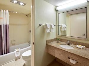 A bathroom at La Quinta by Wyndham San Diego SeaWorld/Zoo Area