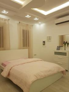 Cama ou camas em um quarto em منتجع القصر الأبيض