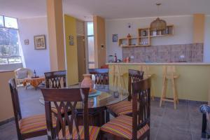 A restaurant or other place to eat at Departamentos Bellavista La Alborada Huaraz