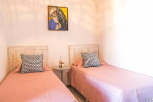 A bed or beds in a room at Apartamento Villa da Enseada - Praia privativa