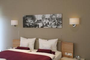 Ein Bett oder Betten in einem Zimmer der Unterkunft Heiner's Parkhotel