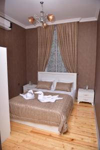 Cama ou camas em um quarto em Firuze Hotel & Restaurant