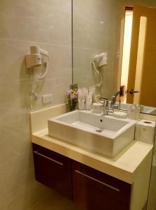 A bathroom at Shore Time Hotel Boracay